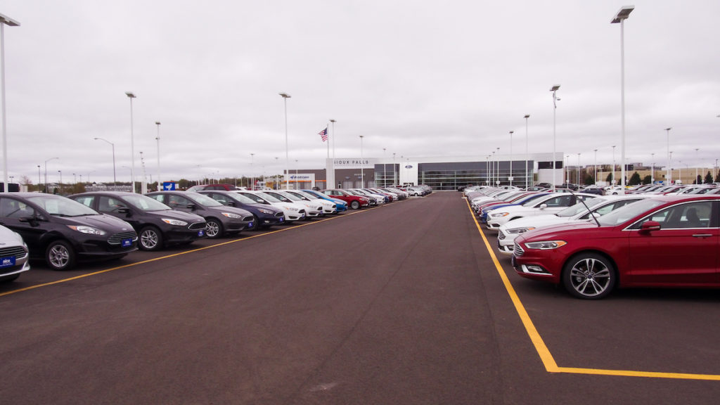 The new Sioux Falls Ford Lincoln dealership near 26th and Marion. & Quiet auto industry giant leads Sioux Falls Ford to new store ... markmcfarlin.com