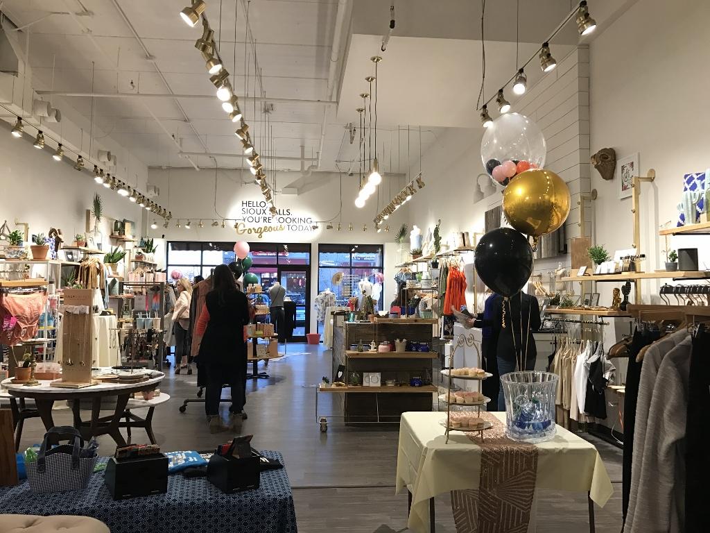 boutique 4 temps aux temps le magasin tailor corner est le premier tailleur sur mesure qui. Black Bedroom Furniture Sets. Home Design Ideas