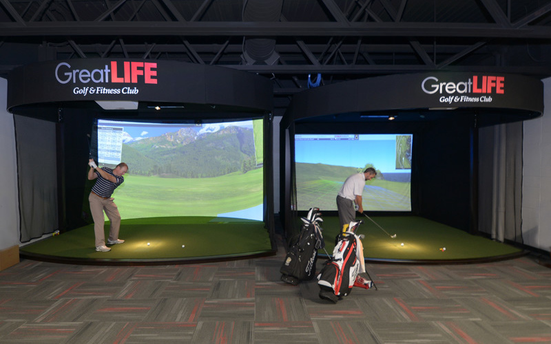 golf simulators at GreatLIfe suburban lanes