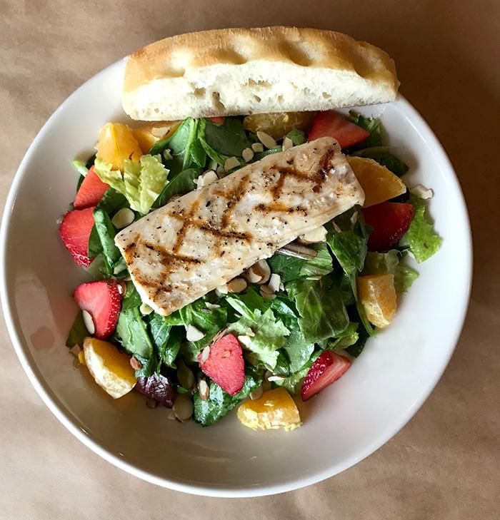 Grile 26 maxi mahi salad
