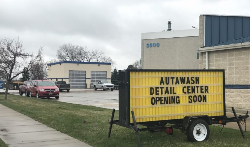 image of 10th Street Autawash
