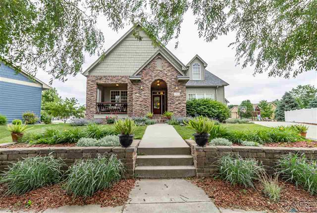 Picturesque home in south Sioux Falls delights with charm